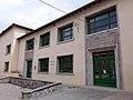 049 Escoles Doctor Robert, façana pl. Santa Maria (Camprodon).JPG