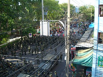 2009 Thai political unrest - Red Shirt protesters confront the military on Pracha Songkhro Road, Bangkok, 13 April 2009