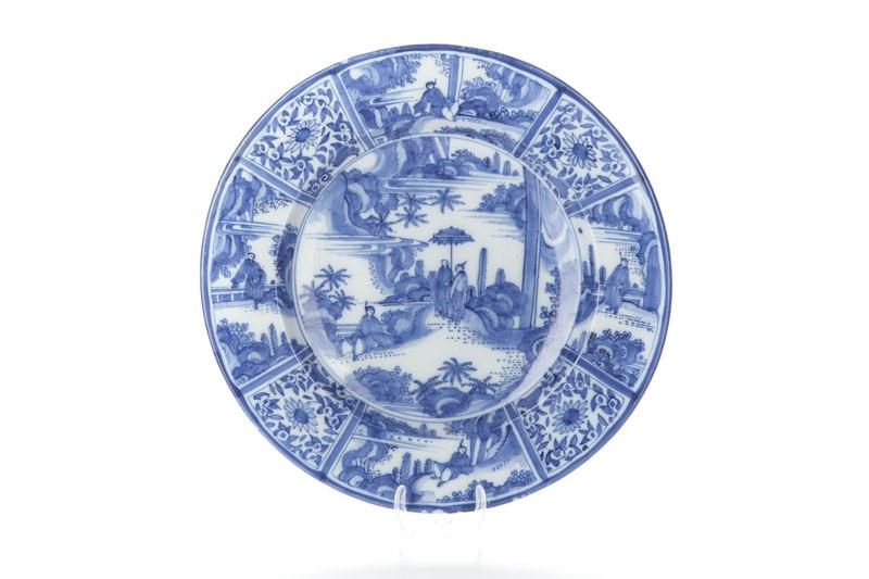File:1600-tals fajansfat med blå kinesiserande underglasyrmålning - Skoklosters slott - 93522.tif