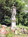 20040625050DR Karlsburg Schloß Göttin Flora im Park.jpg