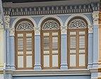 2016 Singapur, Kampong Glam, Ulica Kandahar, Zdobiona fasada domu-sklepu (13).jpg