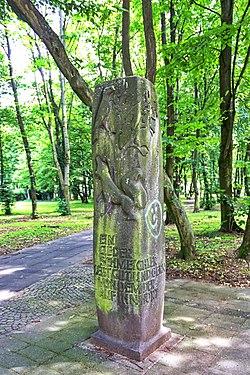 2019-06-18-bonn-honnefer-strasse-19-la-fontaine-stele-der-fuchs-und-der-rabe-03.jpg
