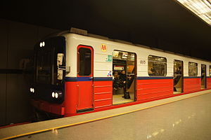 Warsaw Metro - Image: 81 572 № 005 at station Ratusz Arsenał