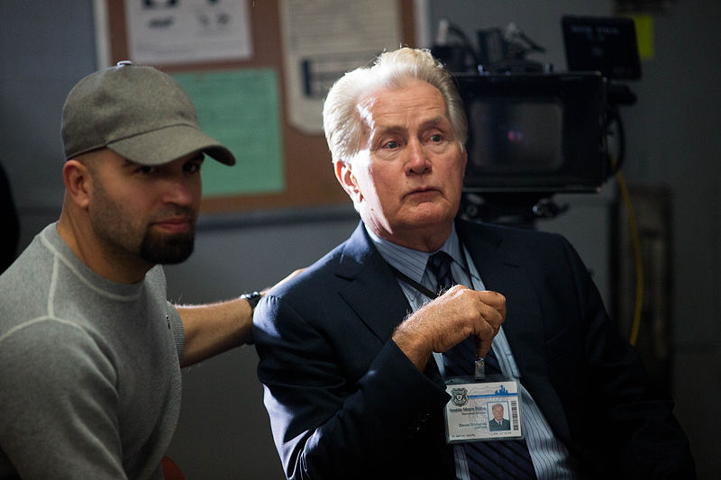 File:AGUSTIN Y MARTIN SHEEN on the set of BADGE OF HONOR.jpg