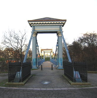 Glasgow Green - St. Andrew's Suspension Bridge, viewed from the Hutchesontown side