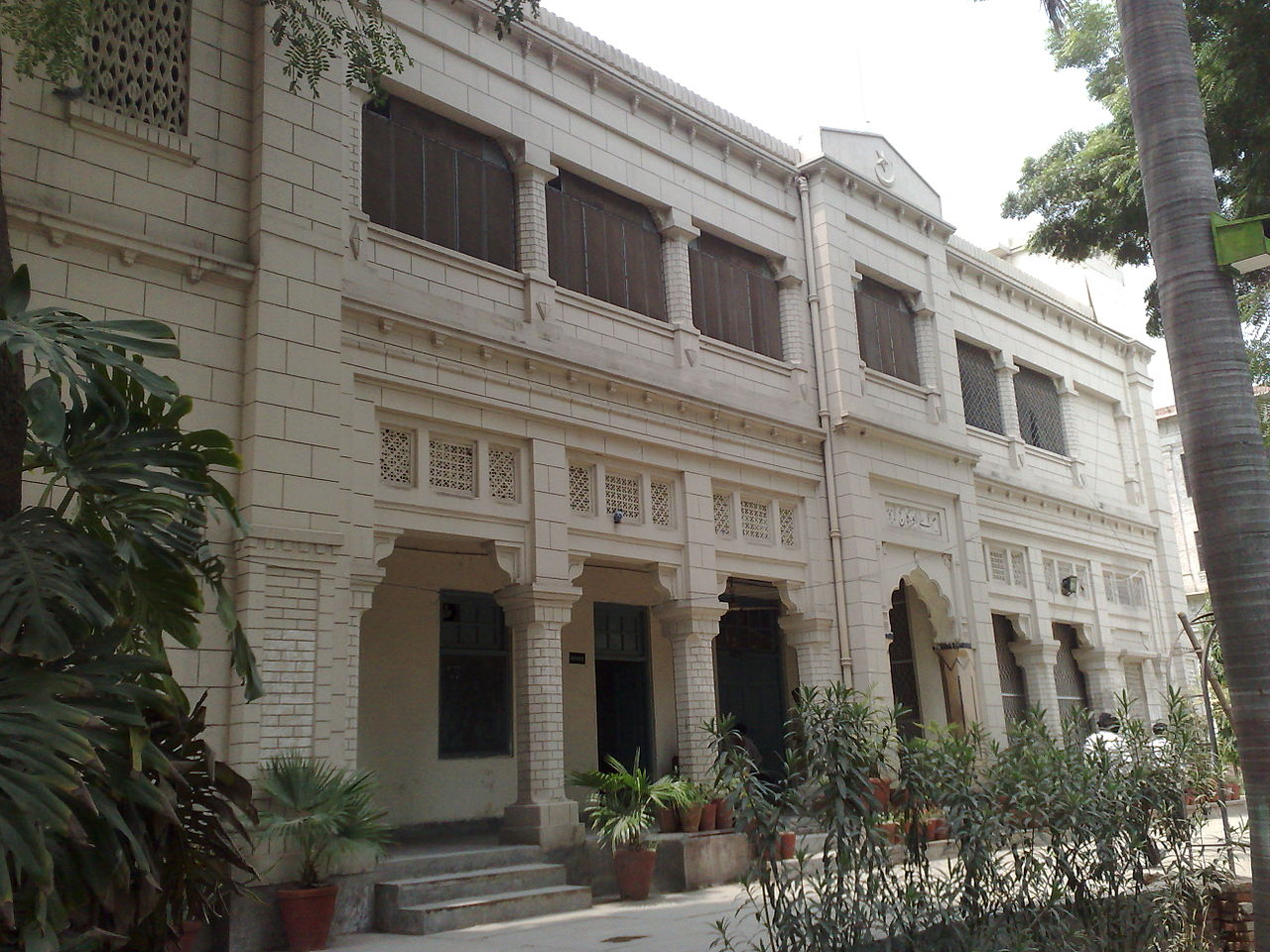 it use in government college, lahore essay The government college lahore is a well-reputed name in education in pakistan  it gained the status of a university in 2002 its name is gc university lahore.