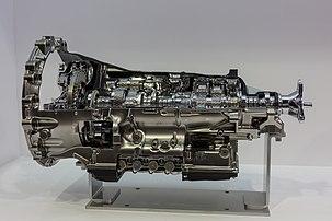 Coupe en trois dimensions d'une boîte de vitesse automatique AWR10L65 de marque Aisin Seiki, exposée au Mondial Paris Motor Show 2018. (définition réelle 5277×3518)