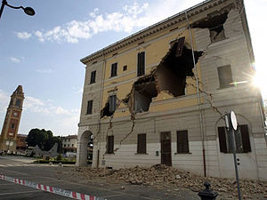 2012 Northern Italy earthquakes - The damaged town hall of Sant'Agostino.
