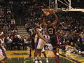 Alonzo Mourning shooting 2005.jpg