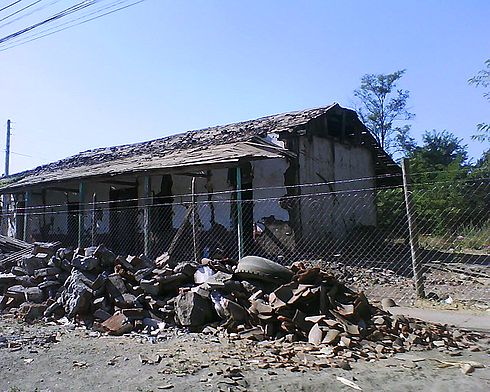 Another destroyed house in Santa Cruz, Chile by the 2010 Chile earthquake. Image: Diego Grez.