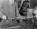 Arbeider in de Leko-fabriek in Utrecht, Bestanddeelnr 252-0473.jpg