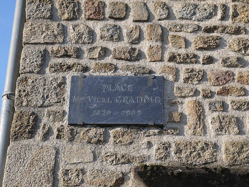 La plaque de la Place Vital Grandin.
