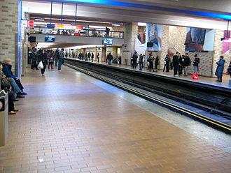 Atwater station - Image: Atwater Metro Station