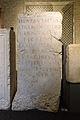 Autel en pierre calcaire avec dédicace à la déesse Aventia et au Génie des habitants d'Avenches - Musée romain d'Avenches.jpg
