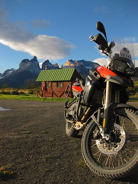 http://upload.wikimedia.org/wikipedia/commons/thumb/2/2e/BMW_F800GS_Torres_del_Paine.jpg/450px-BMW_F800GS_Torres_del_Paine.jpg