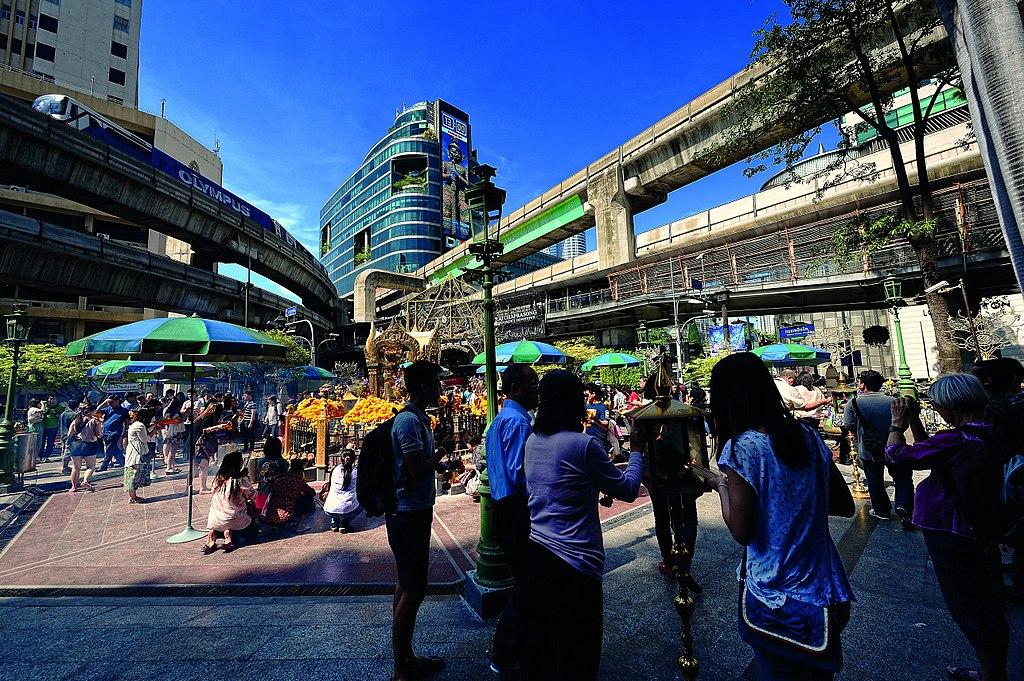 """Sanctuaire Erawan à Bangkok, appellé aussi """"Phra Prom Erawan"""" - Photo de Thailandphoto."""
