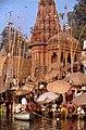 Benares-40-Tempel am Ufer-1976-gje.jpg