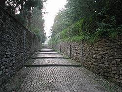 Small street (via della Noca) leading to città alta.