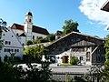 Bernbeuren - Füssener Str Nr 12 Pfarrstadel m Kirche.JPG