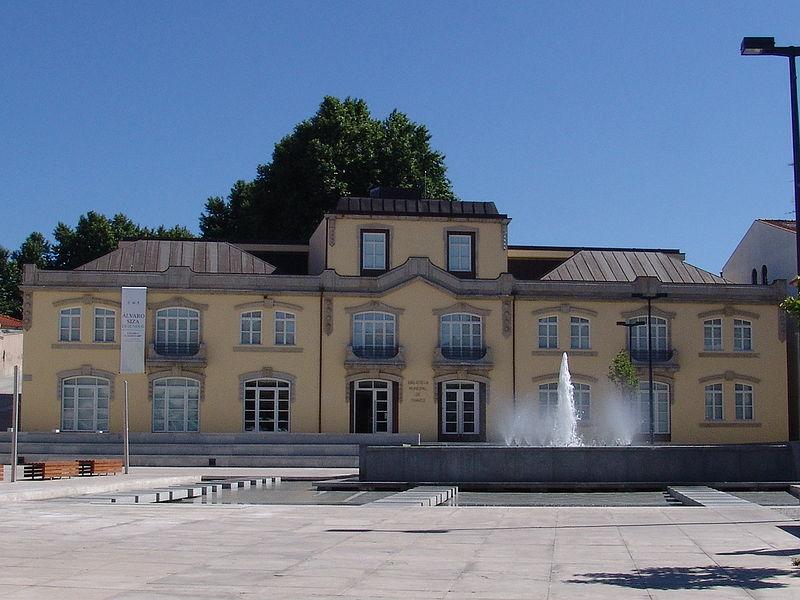 Imagem:Biblioteca de Chaves.JPG