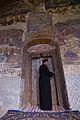 Biserica de la Candesi si preotul.jpg