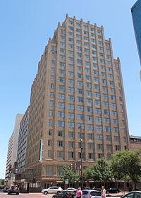 http://upload.wikimedia.org/wikipedia/commons/thumb/2/2e/Blackstone.JPG/200px-Blackstone.JPG