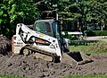 Bobcat T650 compact track loader (side view).jpg