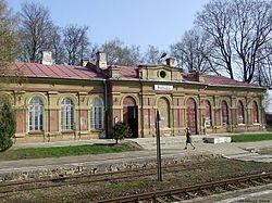 Budynek dworca kolejowego w Nurcu-Stacji.jpg