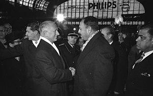 Paul Nevermann - Image: Bundesarchiv B 145 Bild F009507 0007, Hamburg, Besuch Staatspräsident von Pakistan