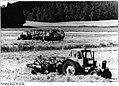 Bundesarchiv Bild 183-1983-0629-003, LPG Leezen, Heuernte.jpg