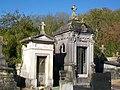 Bury (60), cimetière, chapelles funéraires.jpg