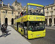 Bus touristes Louvre Paris.jpg