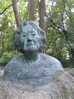Busto de Rosa Chacel en el Campo Grande de Val...