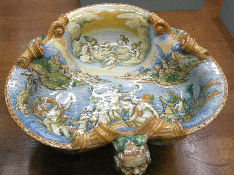 C.sf., urbino, bottega di guido durantino o orazio fontana, rinfrescatoio trilobato con divinità marine, 1550-1575 circa 01.JPG