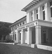 UNIVERSITAS INDONESIA 200px-COLLECTIE_TROPENMUSEUM_De_Geneeskundige_Hogeschool_in_Batavia_TMnr_60038172