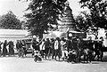 COLLECTIE TROPENMUSEUM In een optocht te Yogyakarta wordt een gunungan (ceremoniële rijstberg) gedragen ter gelegenheid van de 'Garebeg TMnr 10003399.jpg