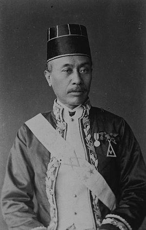 Freemasonry in Indonesia - Image: COLLECTIE TROPENMUSEUM Portret van een Javaanse regent en vrijmetselaar T Mnr 60042766