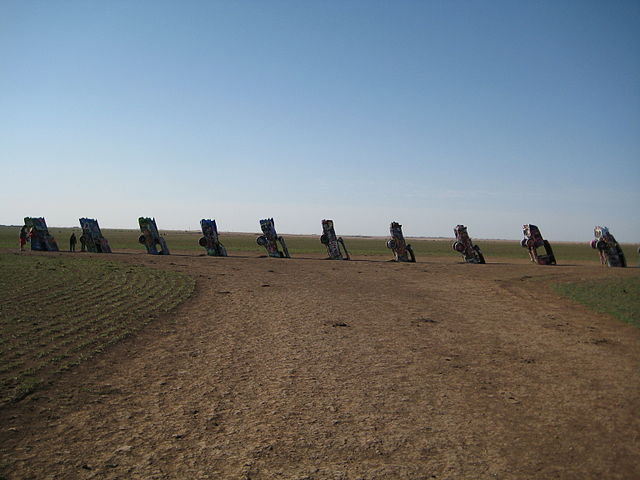 File Cadillac Ranch Distant Jpg Wikipedia