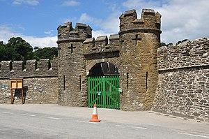 Caerhays Castle - Image: Caerhayes Castle gates (9246)