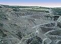Camion sur le chemin de la mine d Asbestos - panoramio.jpg