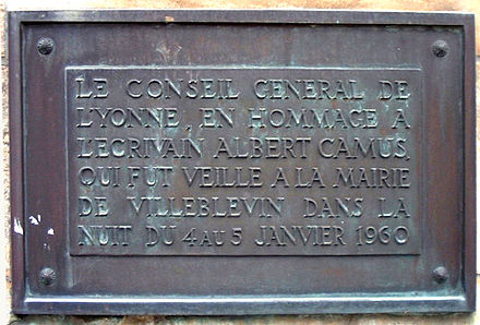 "The bronze plaque on the monument to Camus in the town of Villeblevin, France. It reads: ""From the General Council of the Yonne Department, in homage to the writer Albert Camus whose remains lay in vigil at the Villeblevin town hall on the night of 4 to 5 January 1960"" Camus Monument in Villeblevin France 17-august-2003.4.JPG"