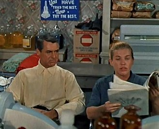 Kathleen Freeman - Cary Grant and Kathleen Freeman  in a typically uncredited role as a laundromat gossip in Houseboat (1958)
