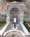 Casa della fontana grande, con una fontana del I secolo dc. 03.jpg