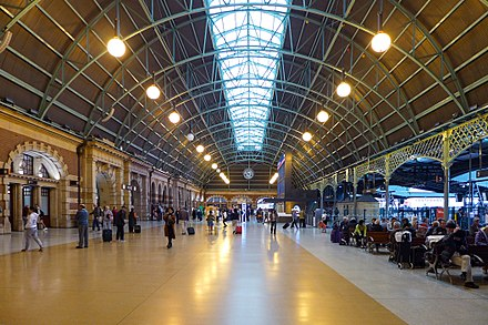 Eastward view of the Grand Concourse in 2017 Central railway station Sydney Grand Concourse 201708.jpg