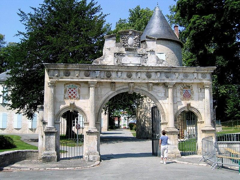 Charente-Maritime Surgeres Chateau Portique 18072005
