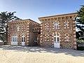 Chateau-du-Nessay-poterne-porche-byRundvald.jpg