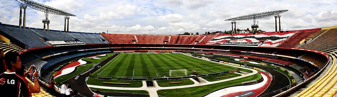 Foto panorâmica do estádio visto a partir do setor de arquibancadas  amarelas. d33fe63cbfc28