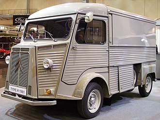 Citroën H Van - Front 3/4 view showing spare wheel compartment: post 1969 model with rectangular rear wings and suicide doors