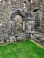 Cloister, Hore Abbey, Caiseal, Éire - 44767823230.jpg