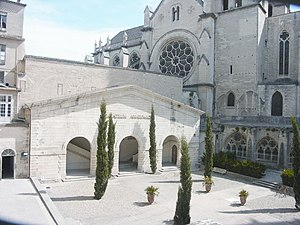 Montpellier Cathedral - Image: Cloitre medecine